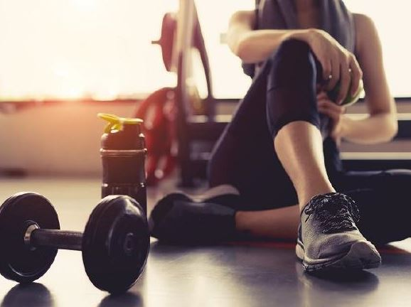 Things You Should Never Forget To Do Before & After A Workout